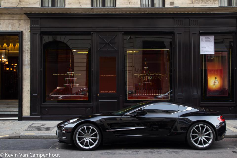 aston martin one 77 paris one day one spot. Black Bedroom Furniture Sets. Home Design Ideas